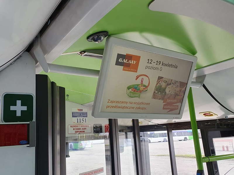 Digital signage bus solution - Bus digital signage mounted on the cross bar