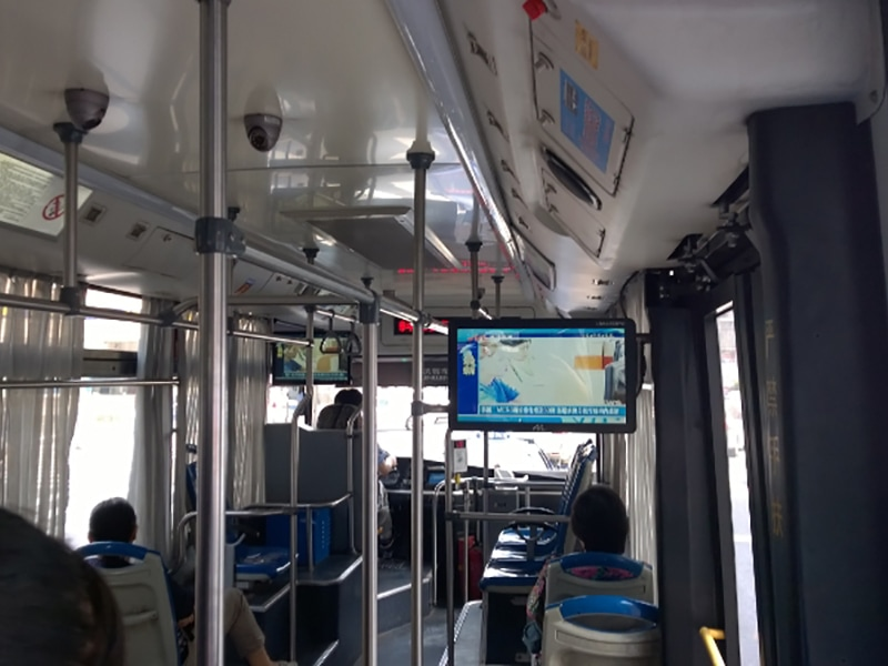 Digital signage bus solution - Bus digital signage with synced displays