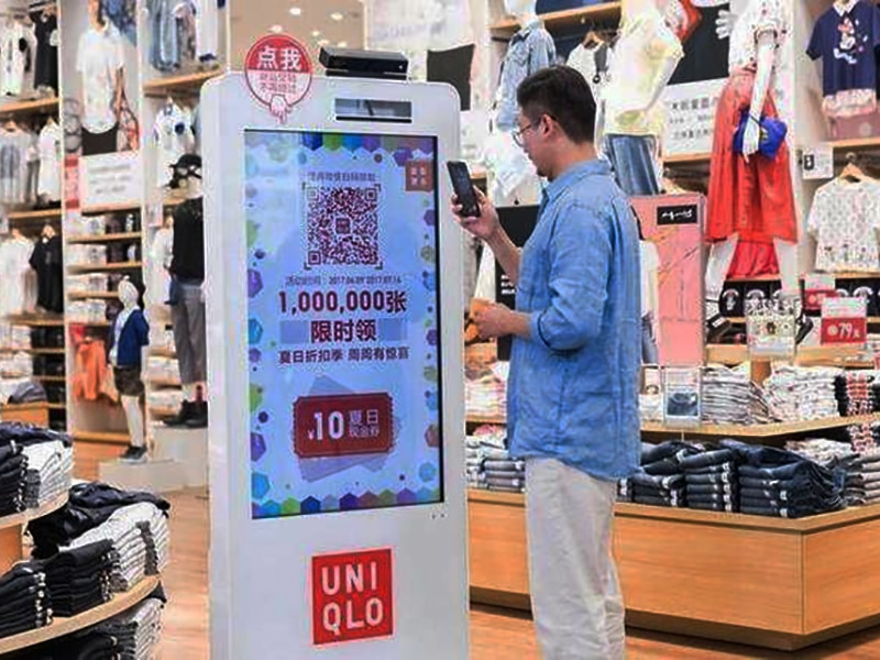 Digital signage retail solution - Digital signage kiosk for clothing brand