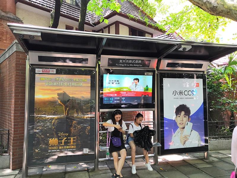 Digital signage DOOH outdoor solution - Digital signage display for bus station