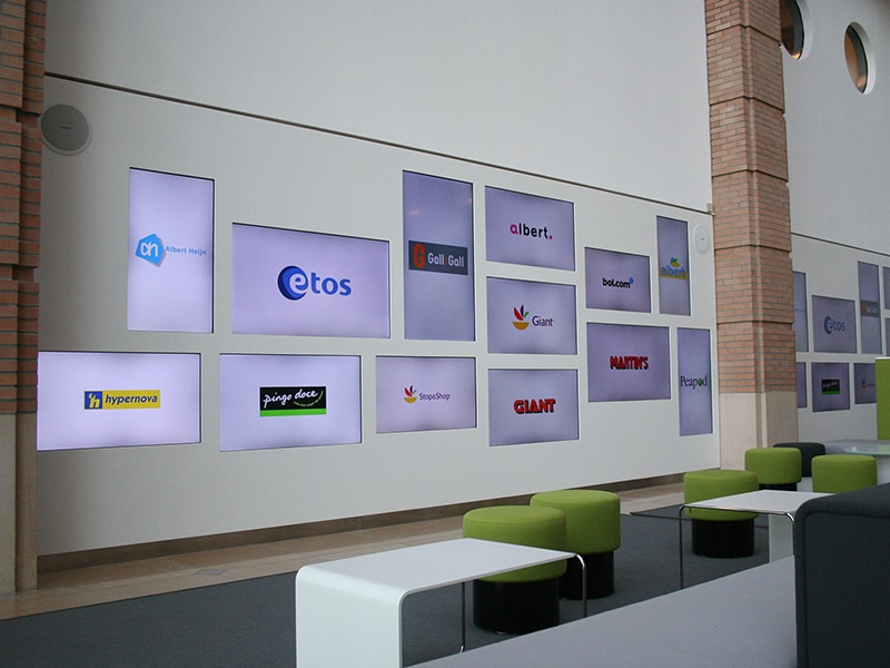 Digital signage corporate solution - Digital signage display for company show