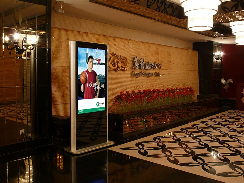 Digital signage hospitality solution - Digital signage kiosk for greetings and advertising